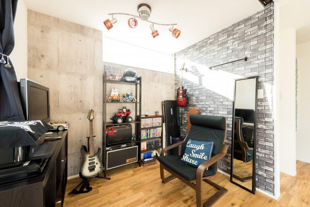 男の趣味が詰まった書斎スペースのある家イメージ1